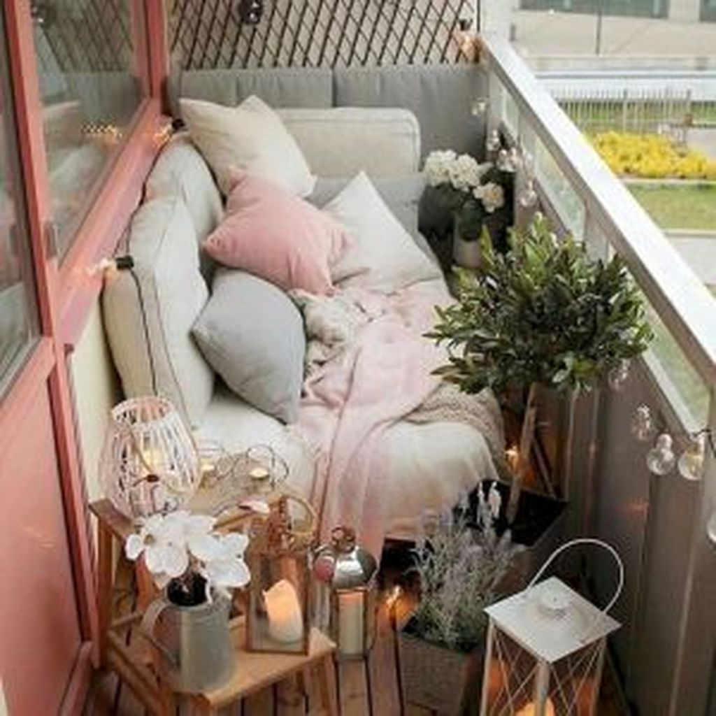 Lovely Small Apartment Balcony Design And Decor Ideas 08
