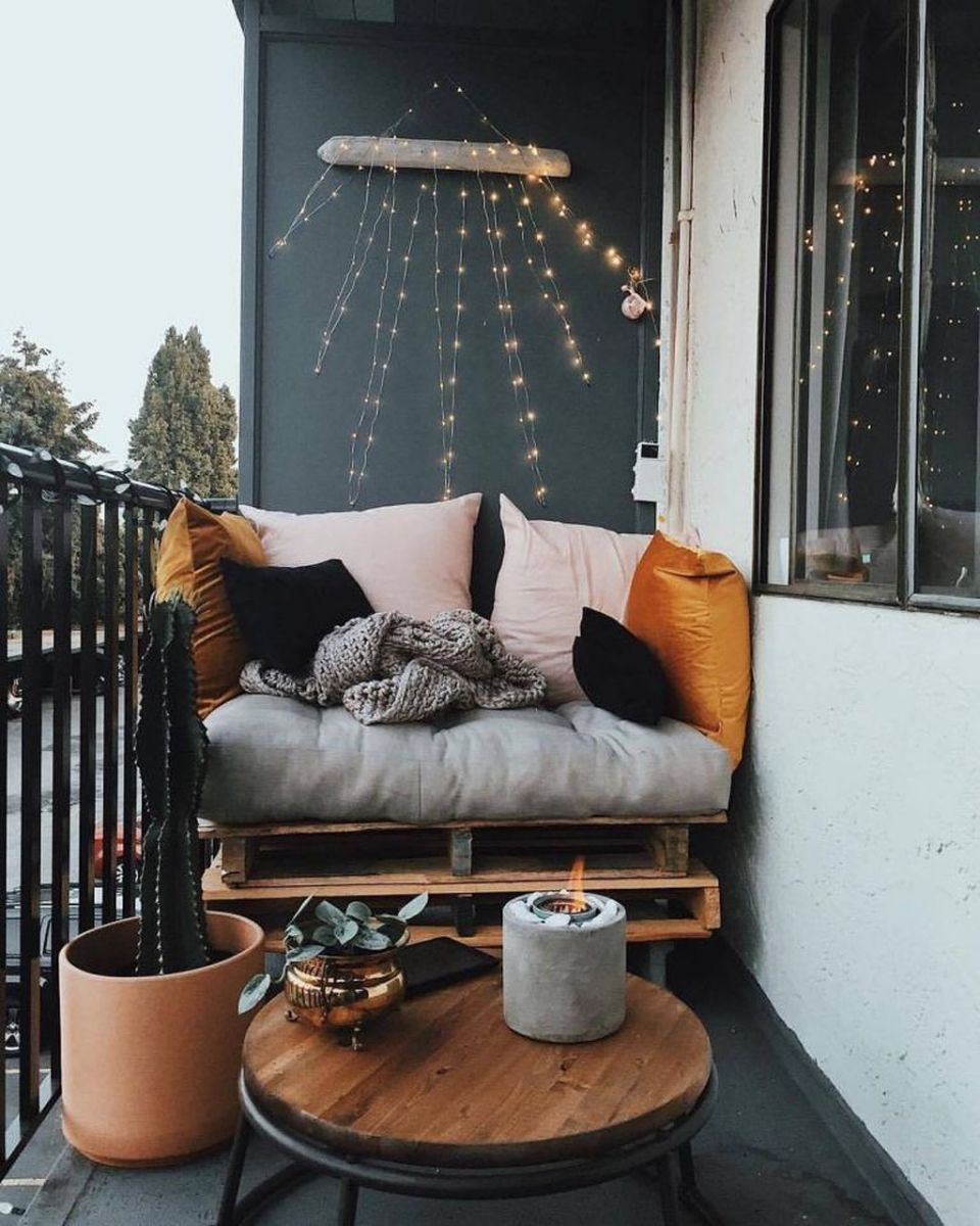 Lovely Small Apartment Balcony Design And Decor Ideas 12