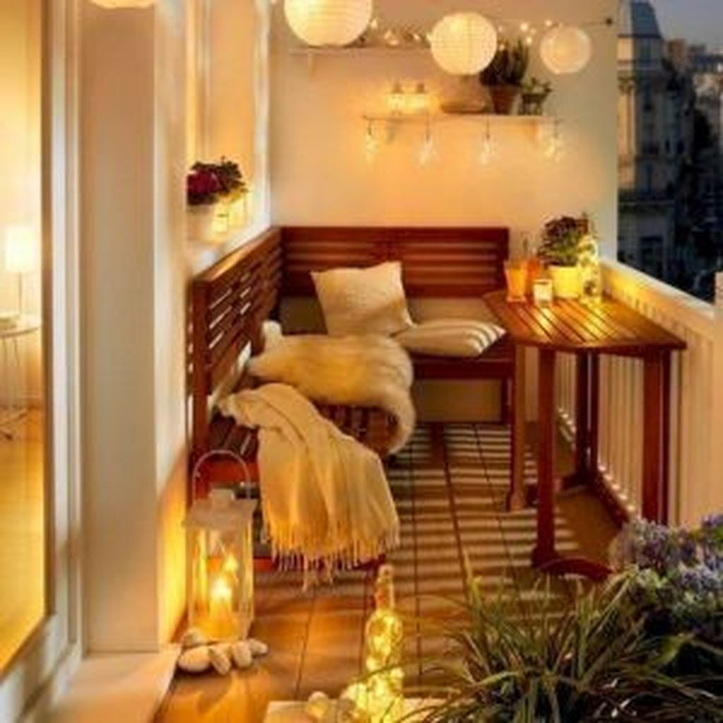 Lovely Small Apartment Balcony Design And Decor Ideas 15