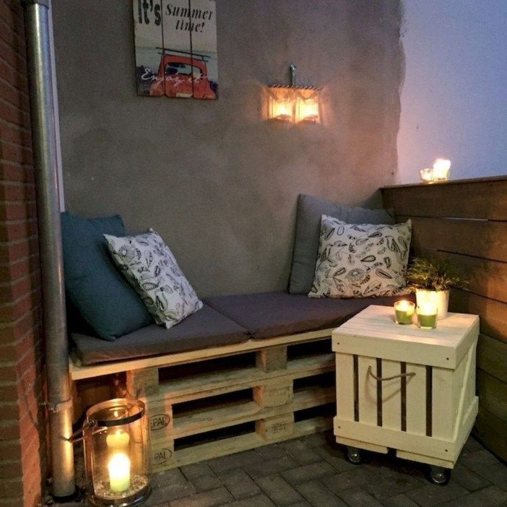 Lovely Small Apartment Balcony Design And Decor Ideas 18
