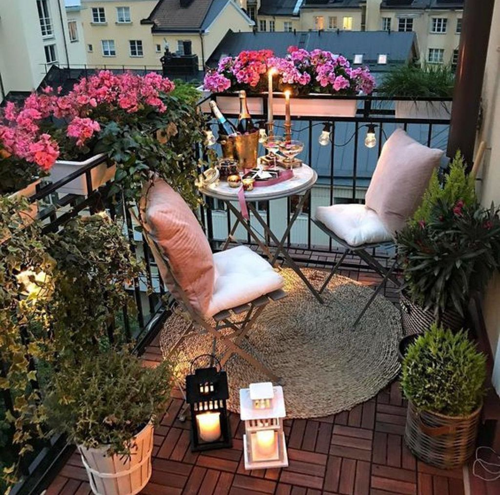 Lovely Small Apartment Balcony Design And Decor Ideas 20