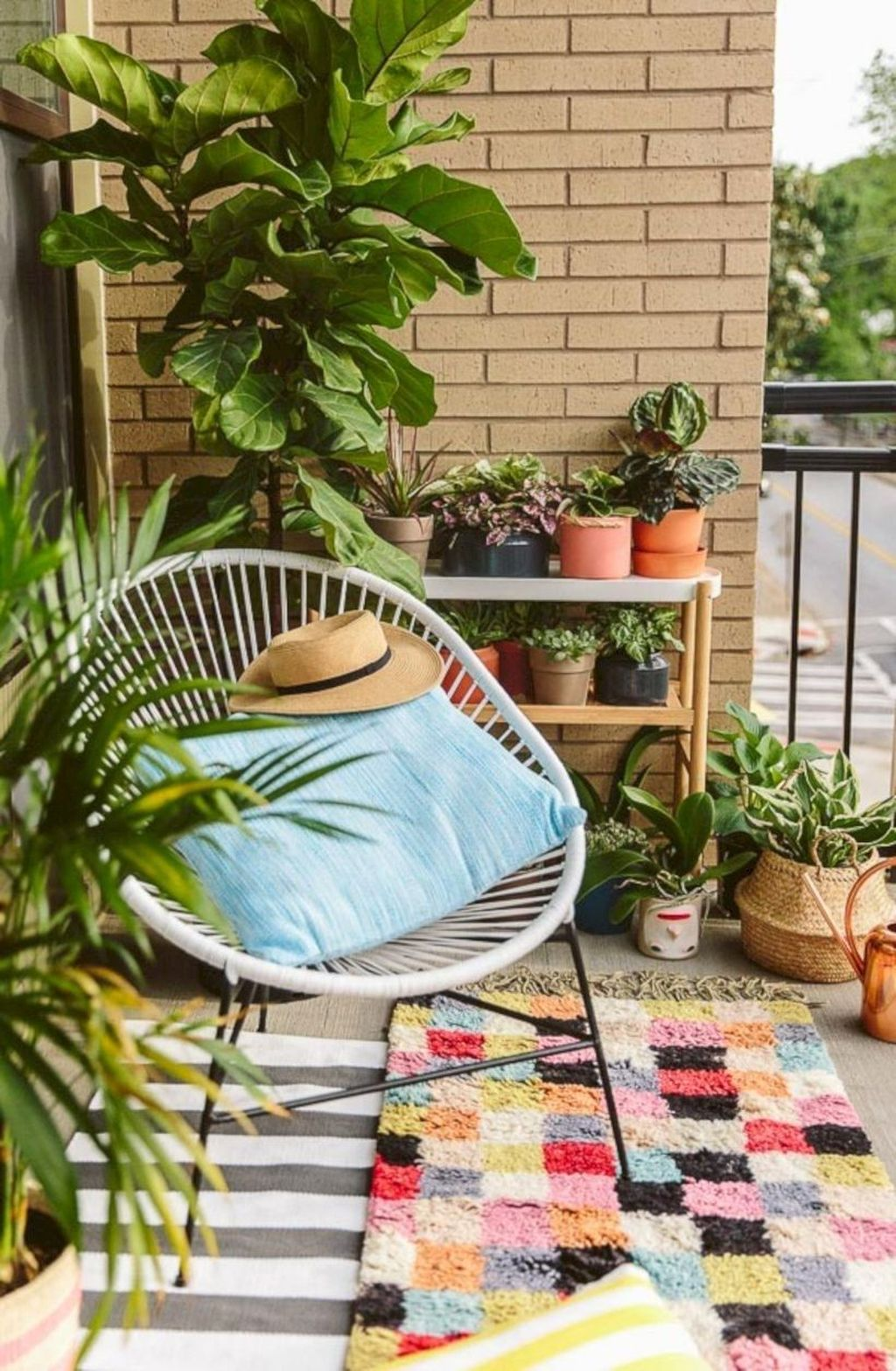 Lovely Small Apartment Balcony Design And Decor Ideas 21