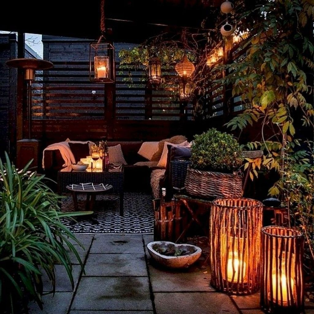 Lovely Small Apartment Balcony Design And Decor Ideas 25