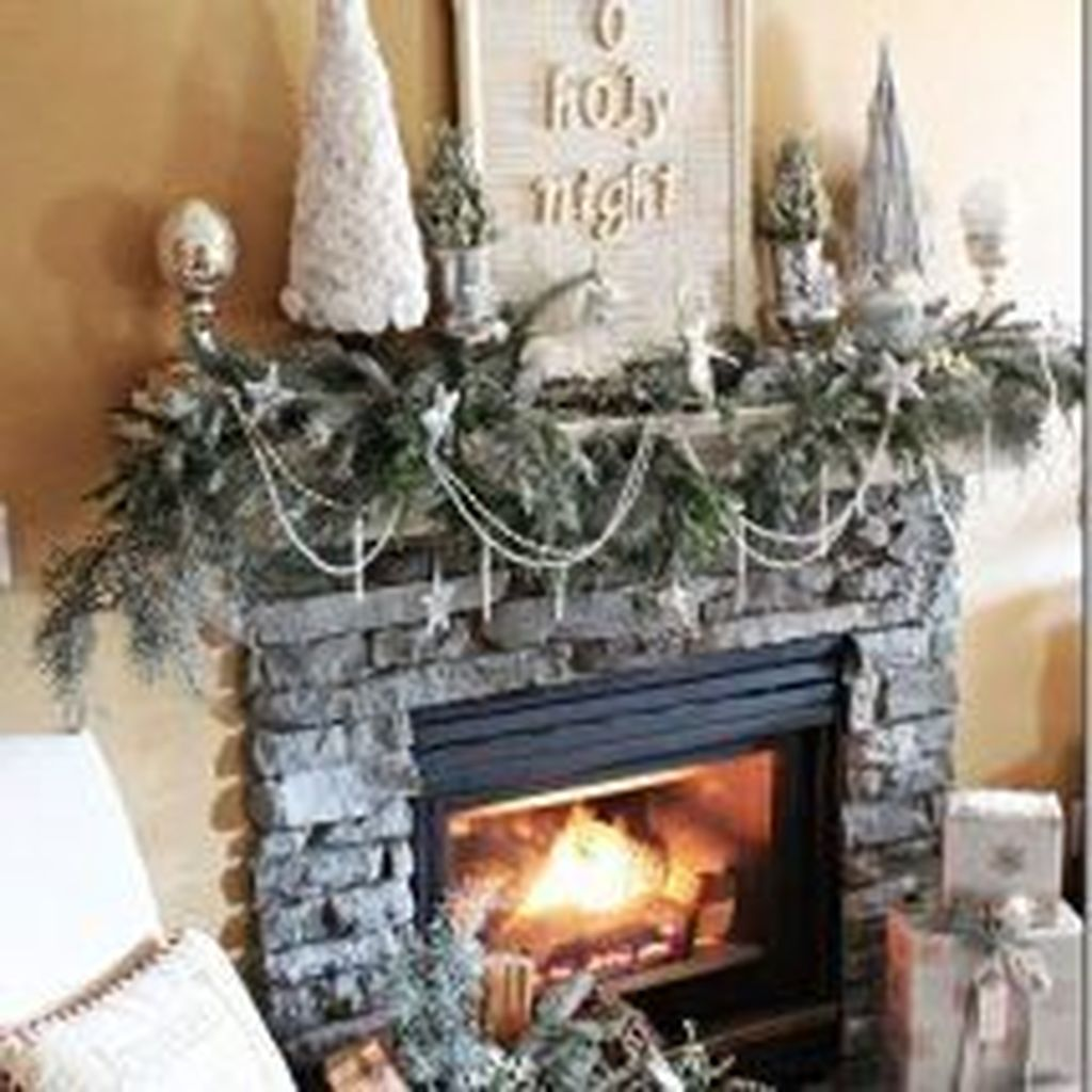 Popular Christmas Fireplace Mantel Decorations That You Like 03