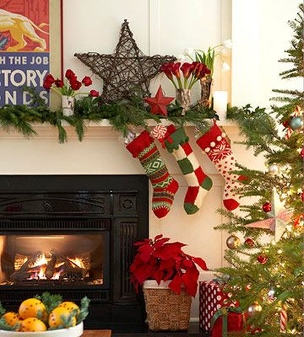 Popular Christmas Fireplace Mantel Decorations That You Like 16
