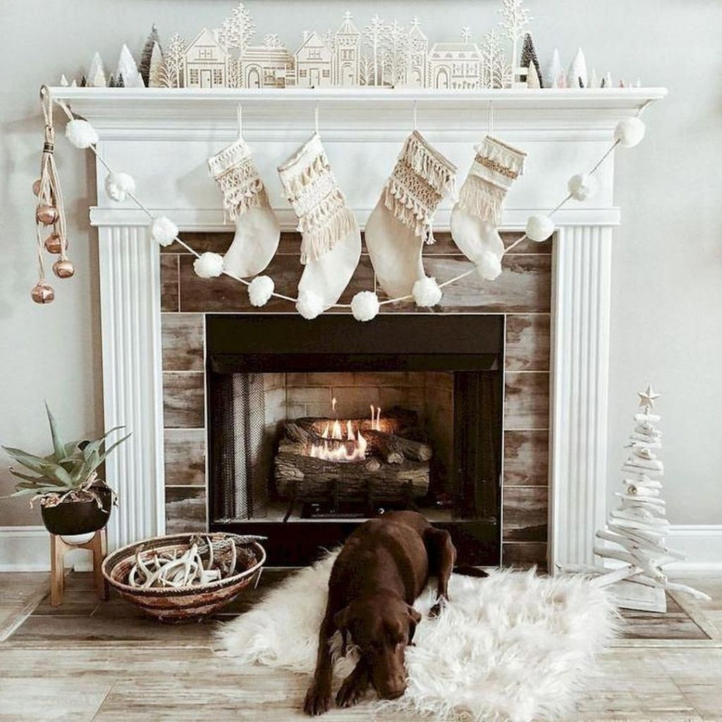 Popular Christmas Fireplace Mantel Decorations That You Like 20