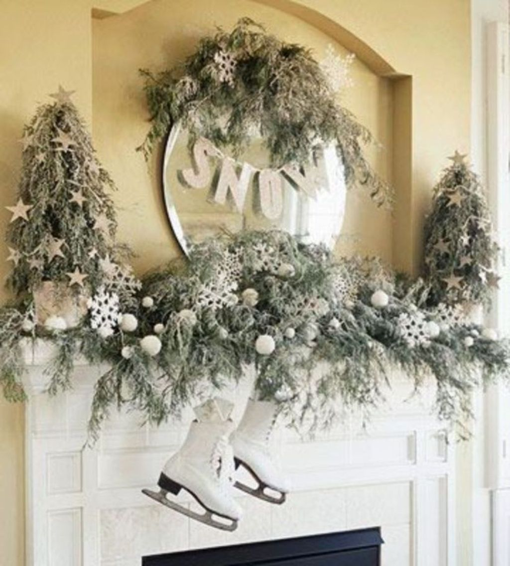 Popular Christmas Fireplace Mantel Decorations That You Like 25