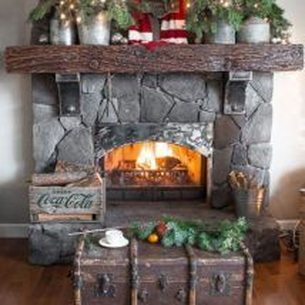 Popular Christmas Fireplace Mantel Decorations That You Like 29