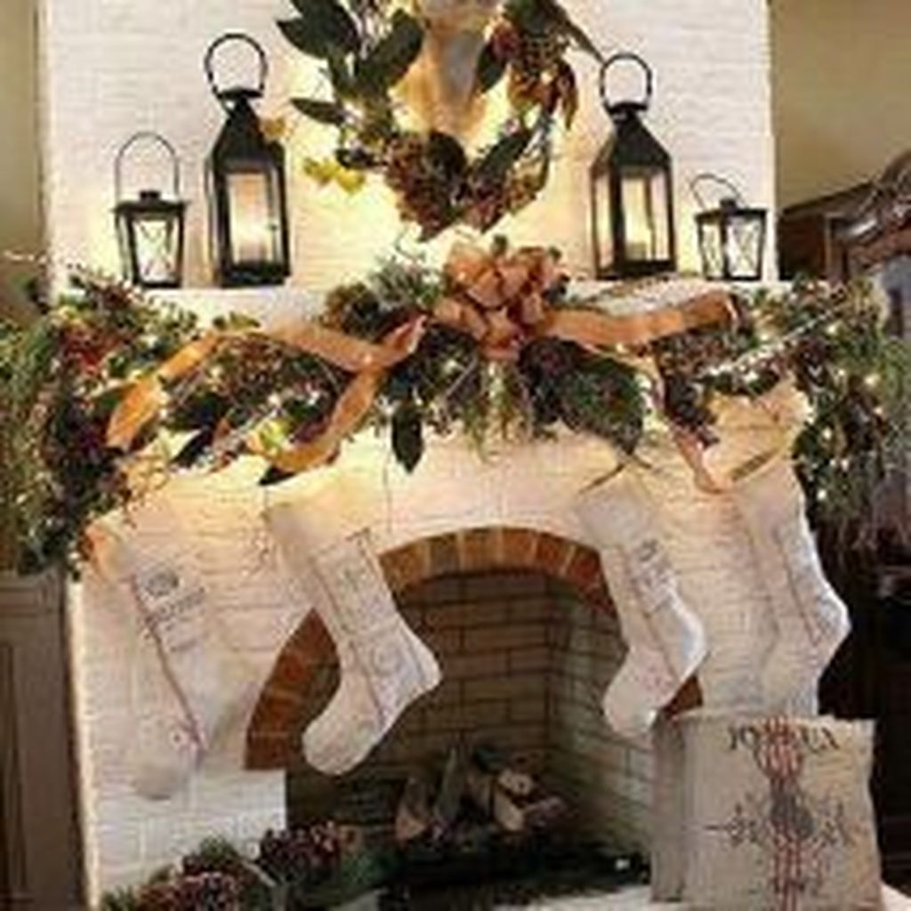 Popular Christmas Fireplace Mantel Decorations That You Like 31