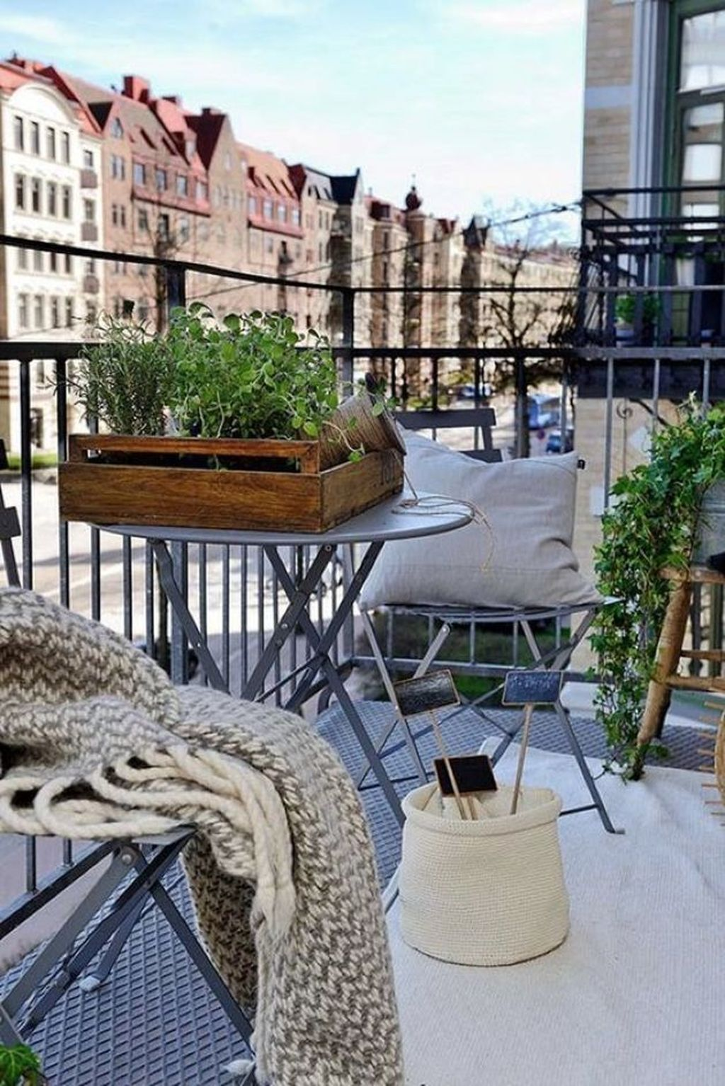Stunning Apartment Balcony Decor Ideas For This Winter 01