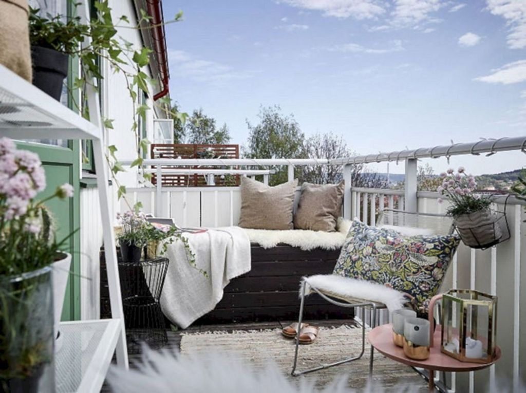 Stunning Apartment Balcony Decor Ideas For This Winter 02