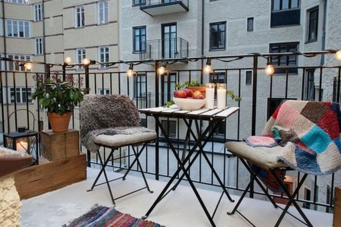 Stunning Apartment Balcony Decor Ideas For This Winter 09