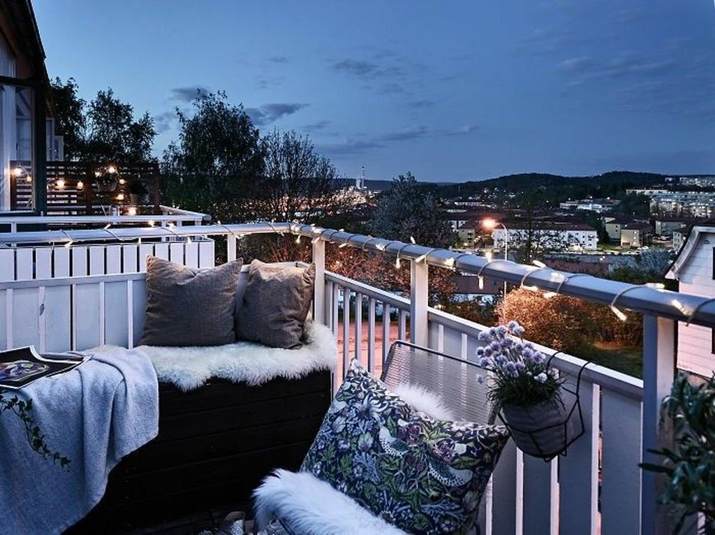 Stunning Apartment Balcony Decor Ideas For This Winter 12