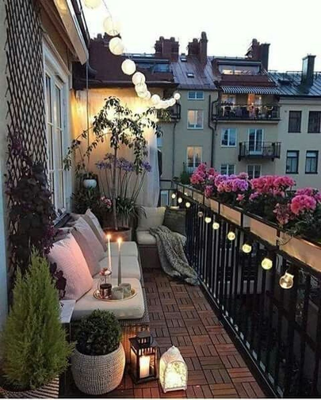 Stunning Apartment Balcony Decor Ideas For This Winter 21