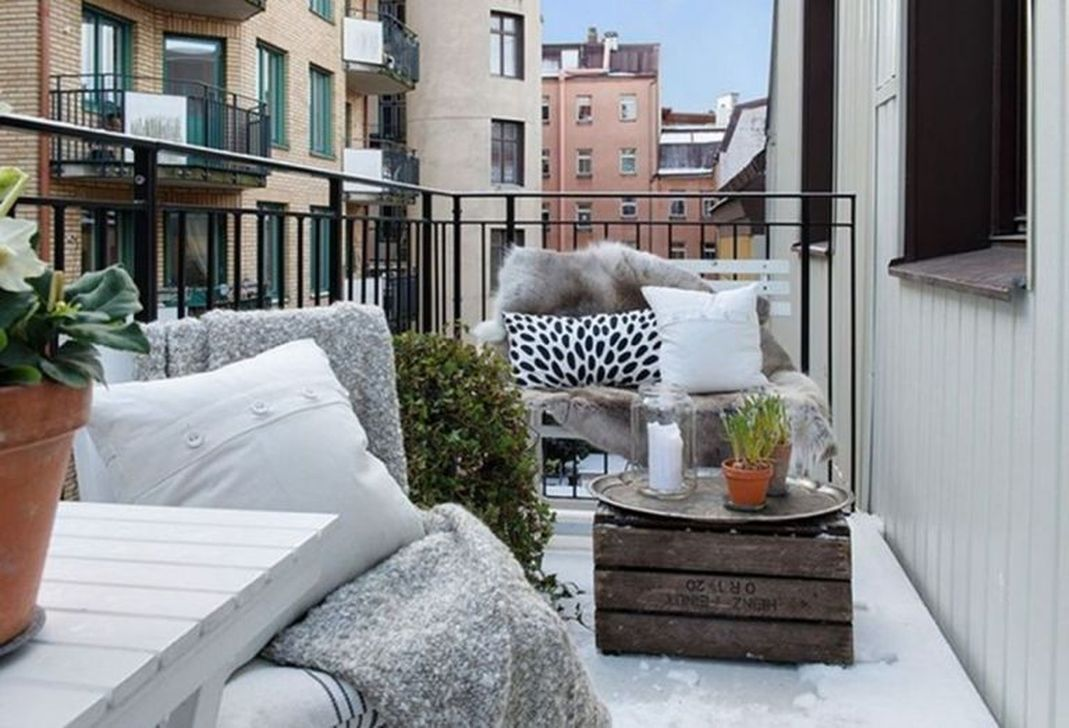 Stunning Apartment Balcony Decor Ideas For This Winter 25