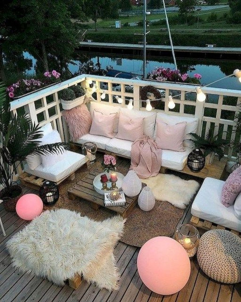 Stunning Apartment Balcony Decor Ideas For This Winter 27