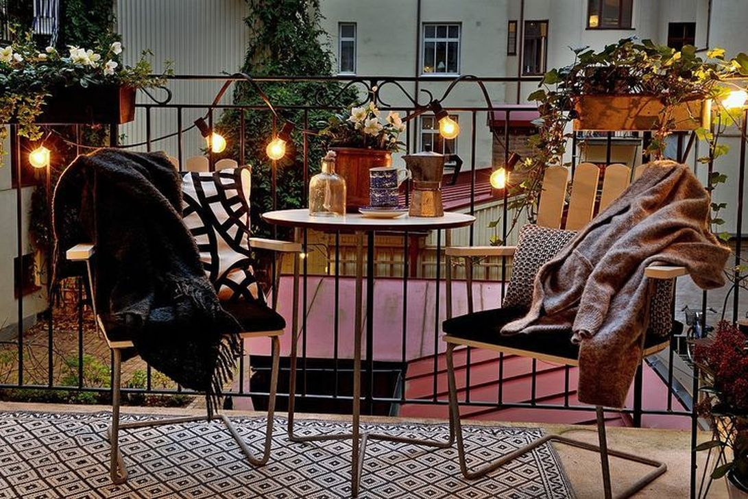 Stunning Apartment Balcony Decor Ideas For This Winter 28