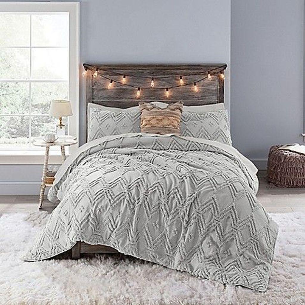 Stunning Bedding Ideas For Cozy Bedroom 22
