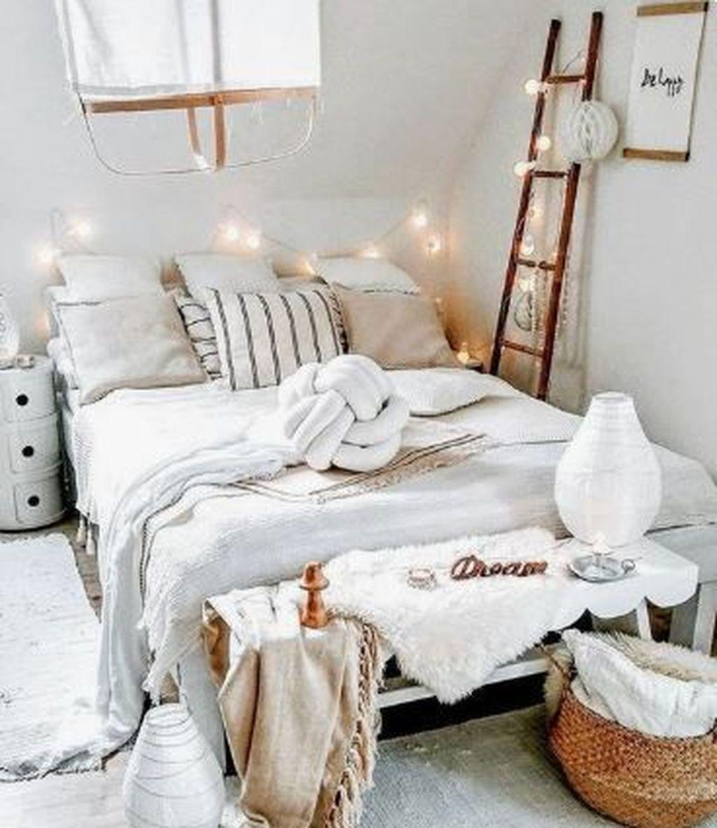 Stunning Bedding Ideas For Cozy Bedroom 28
