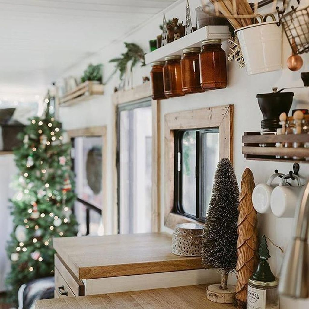 Stunning RV Christmas Decorations Ideas 10