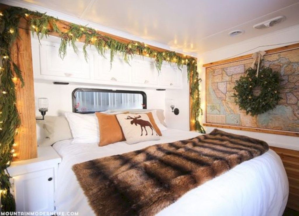 Stunning RV Christmas Decorations Ideas 17
