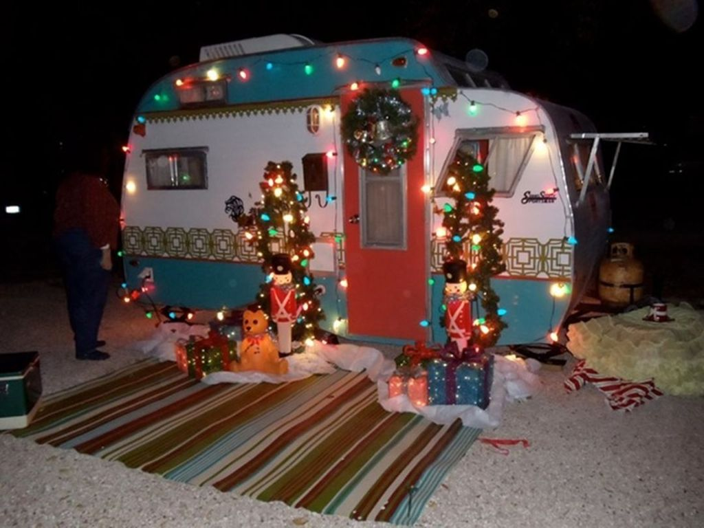 Stunning RV Christmas Decorations Ideas 18
