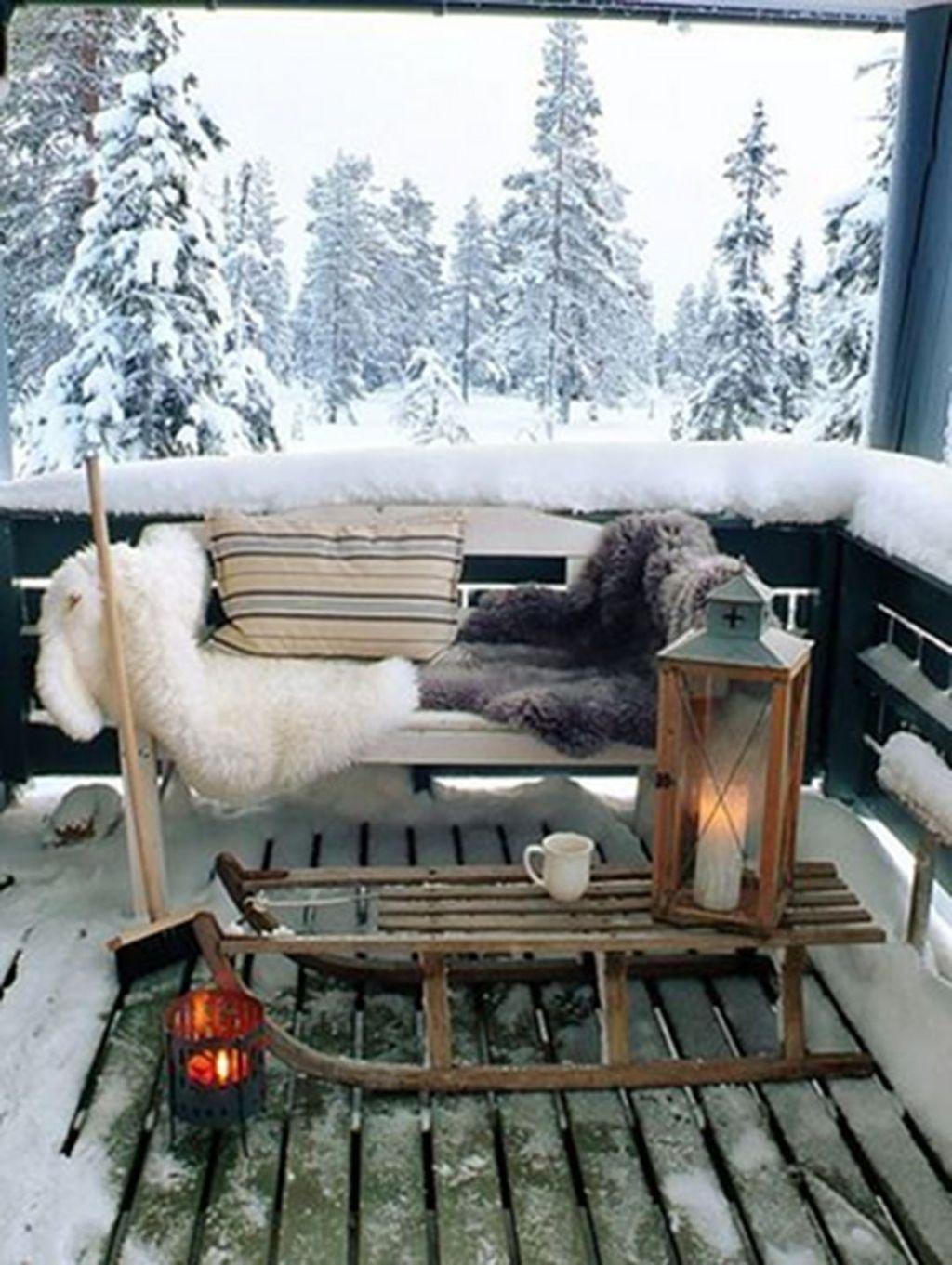 Beautiful Winter Apartment Decor Ideas 05