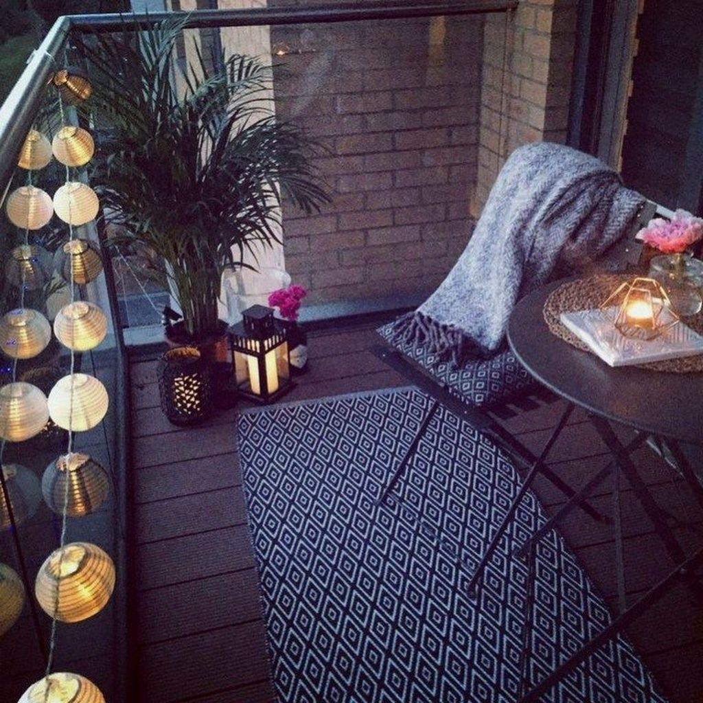 Beautiful Winter Apartment Decor Ideas 13