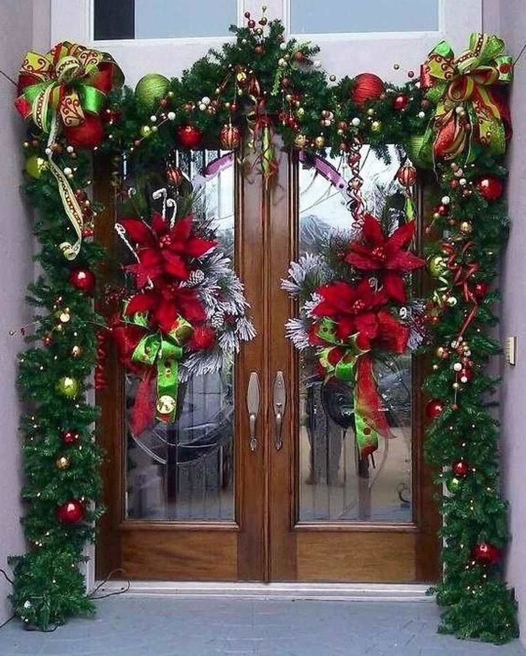 The Best Christmas Front Door Decorations Ideas 07 MAGZHOUSE