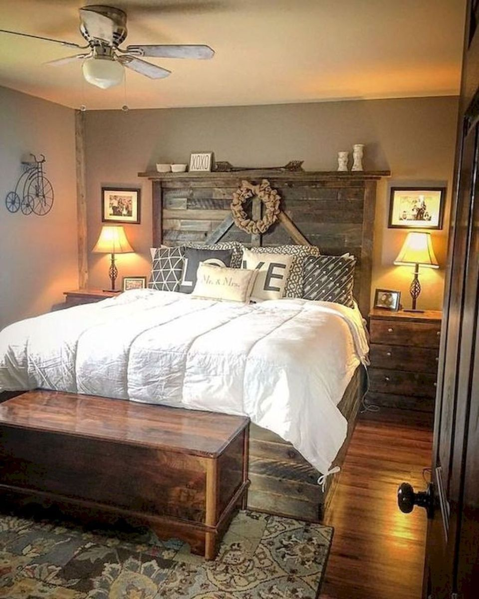 Gorgeous Rustic Bedroom Design And Decoration Ideas 16
