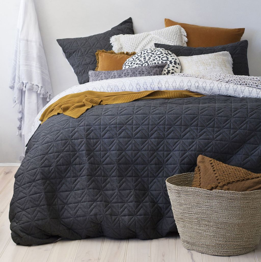 Inspiring Bedding Sets For Perfect Bedroom Decorations 27