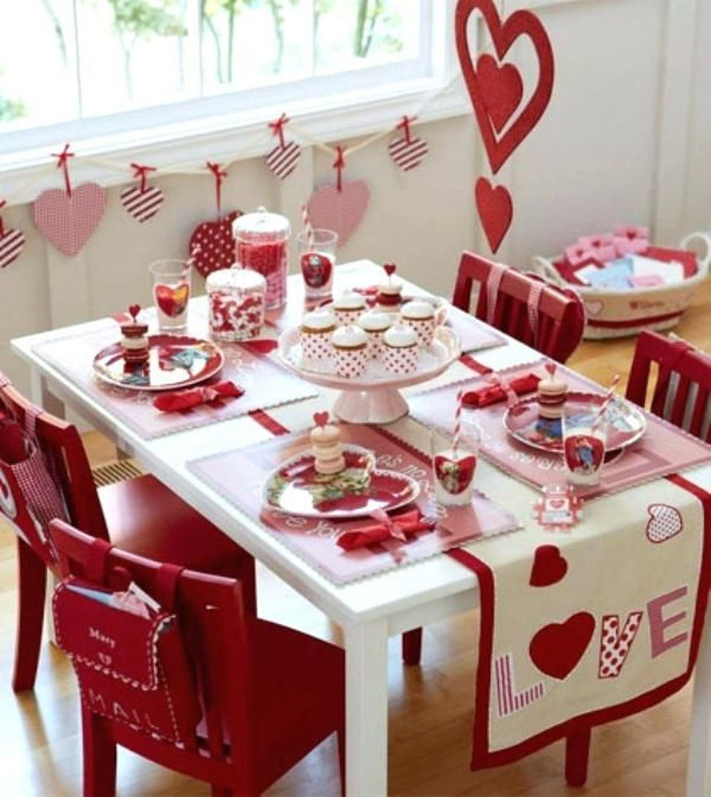 Lovely Valentine Table Decor That You Must Apply In The Dining Room 05