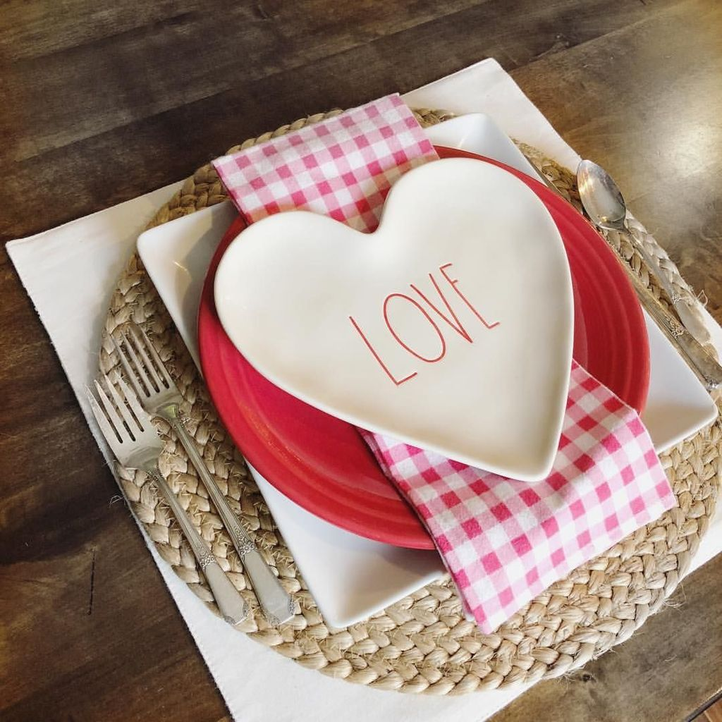 Lovely Valentine Table Decor That You Must Apply In The Dining Room 07