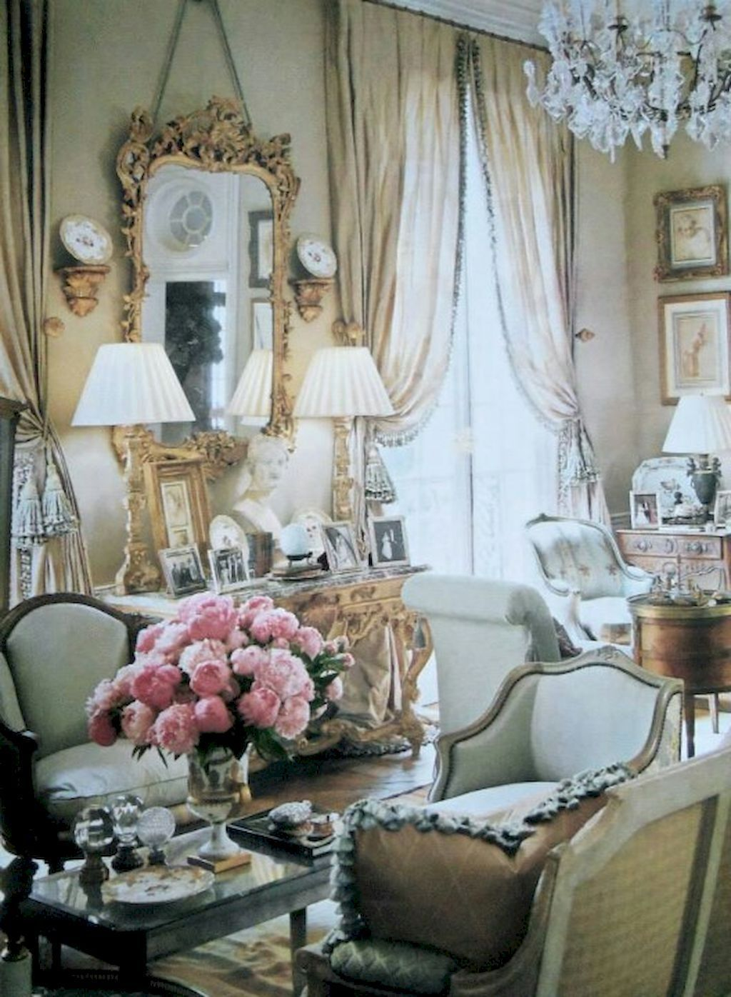 Popular French Country Living Room Decoration Ideas 23