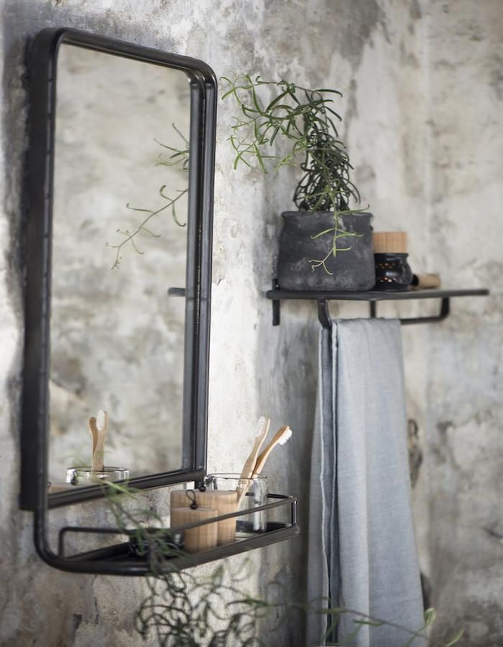 Popular Mirror Wall Decor Ideas Best For Living Room 16