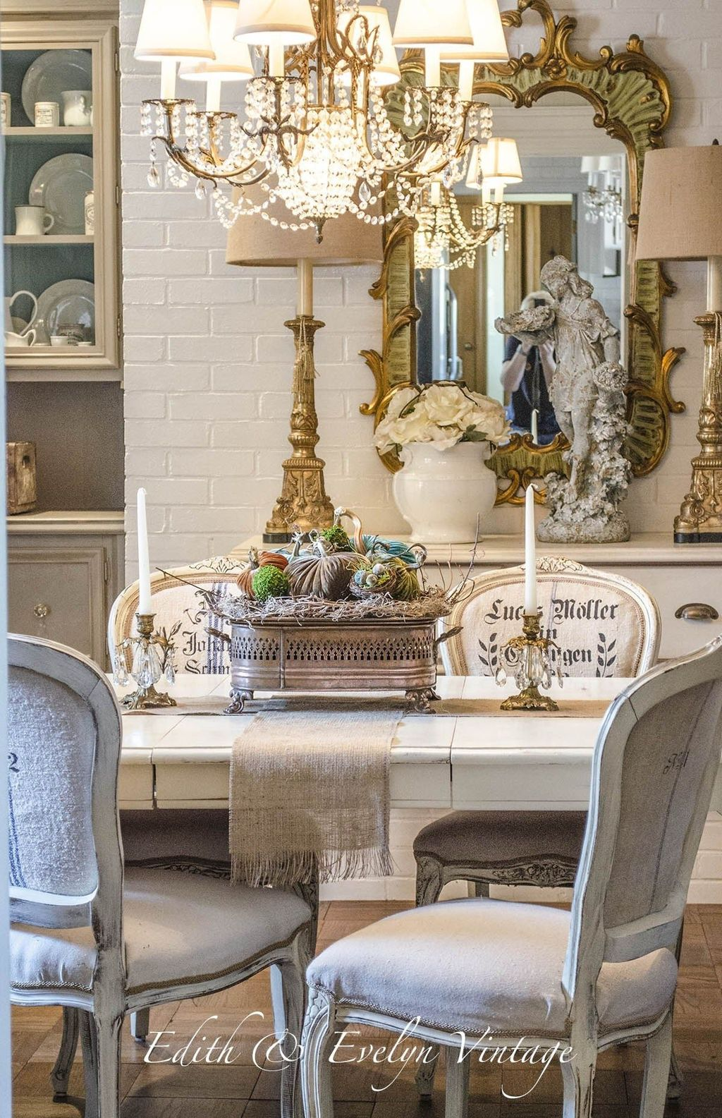 Stunning Romantic Dining Room Decor Ideas Best For Valentines Day 07