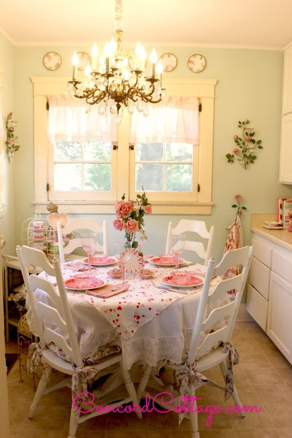 Stunning Romantic Dining Room Decor Ideas Best For Valentines Day 26