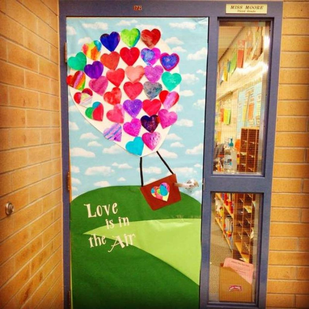 The Best Valentine Door Decorations 31