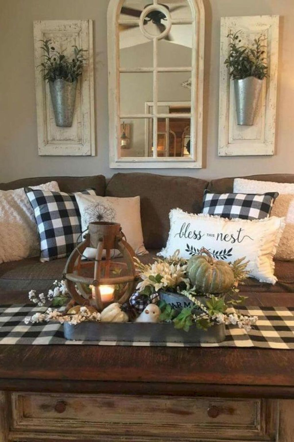 Gorgeous Farmhouse Style Decorating Ideas To Beautify Your Interior 06