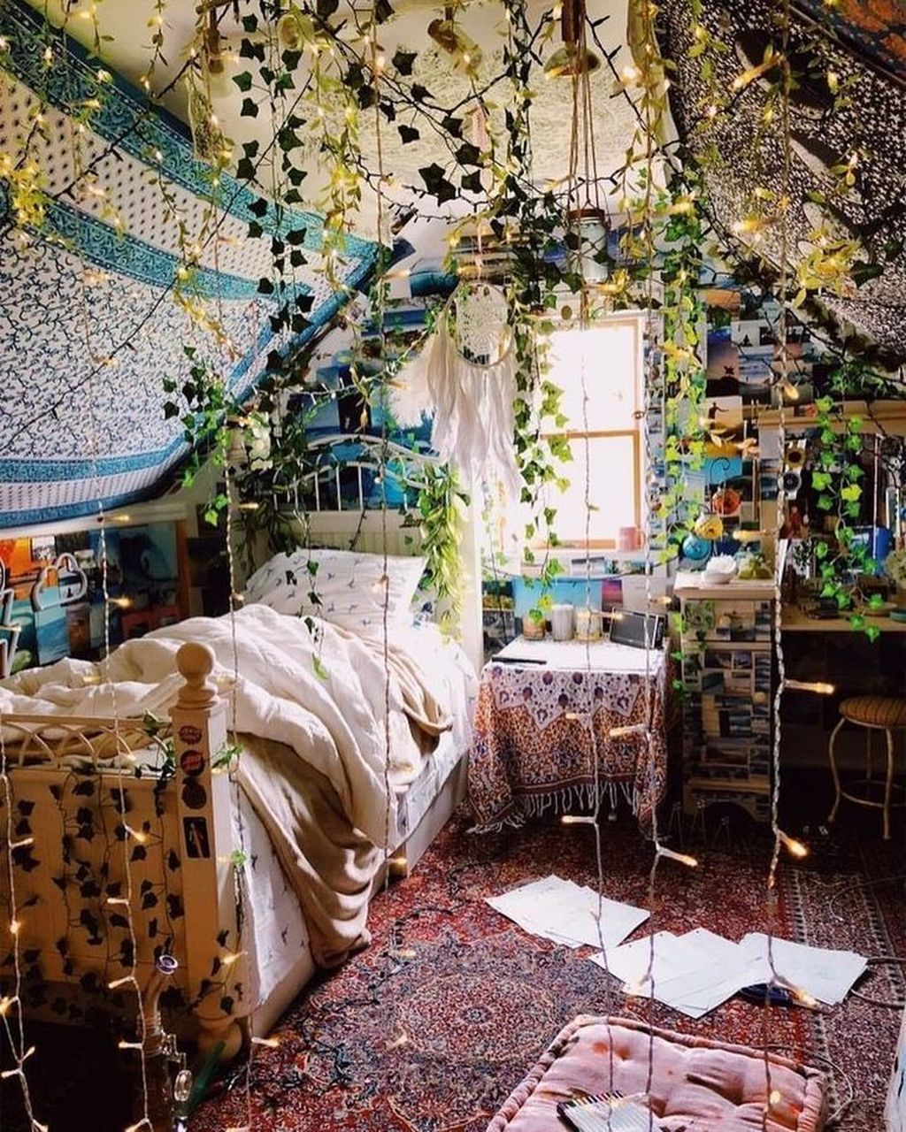 Lovely Attic Bedroom Ideas With Bohemian Style 02