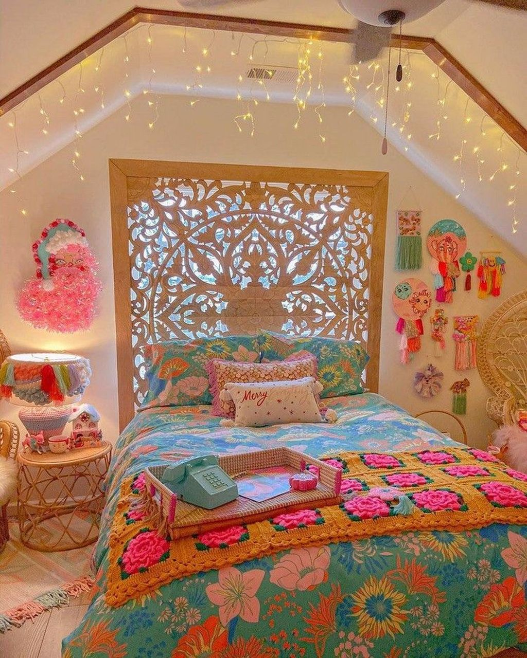 Lovely Attic Bedroom Ideas With Bohemian Style 07