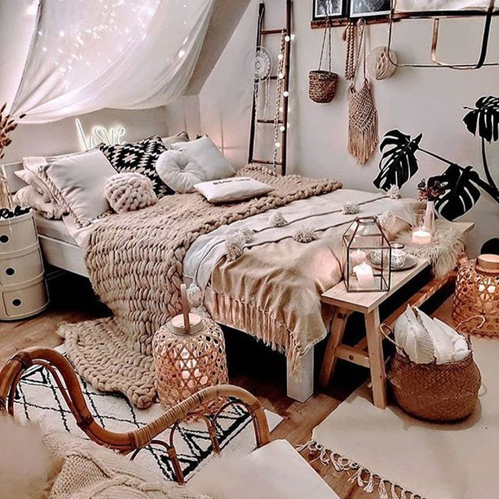 Lovely Attic Bedroom Ideas With Bohemian Style 09
