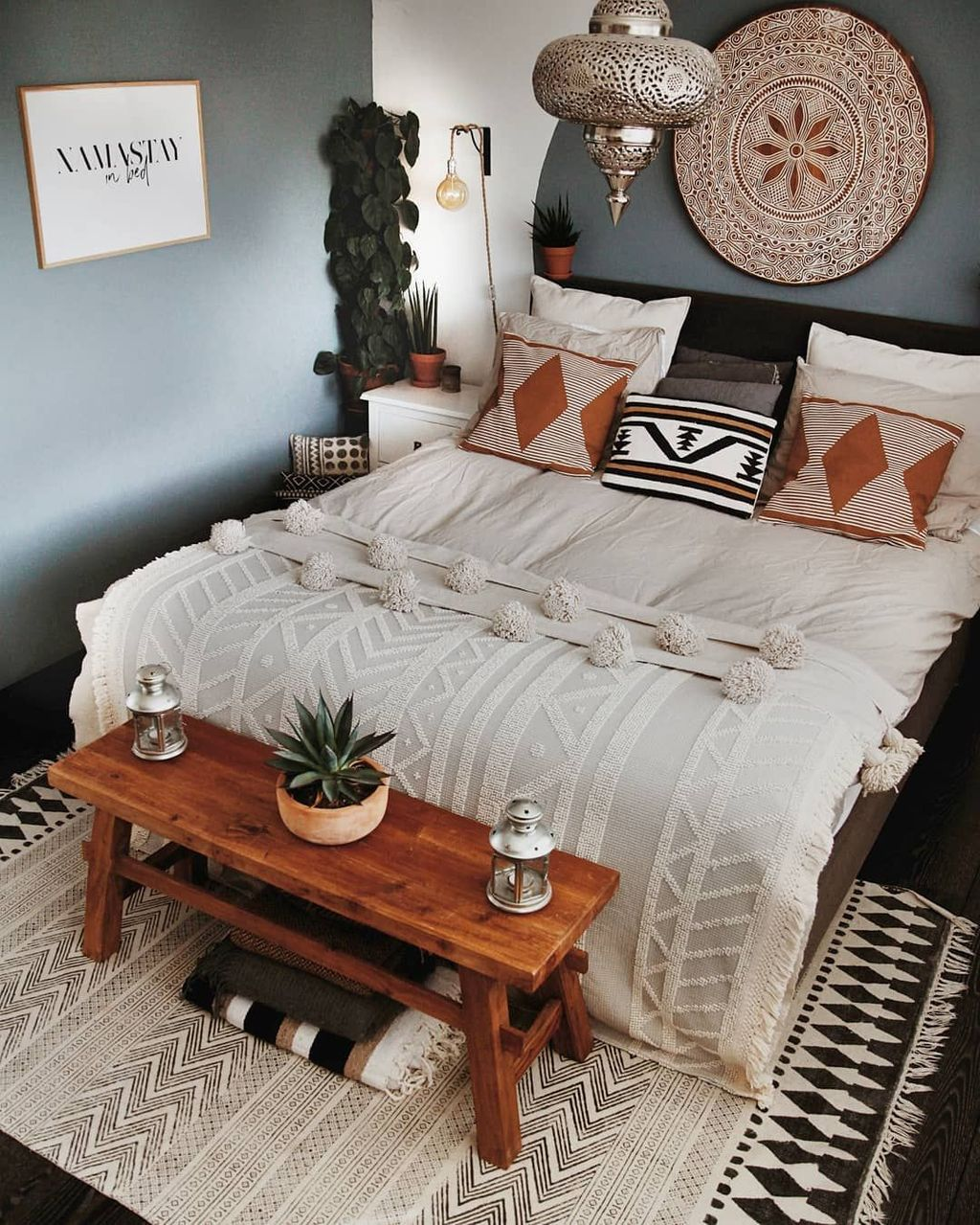 Lovely Attic Bedroom Ideas With Bohemian Style 12