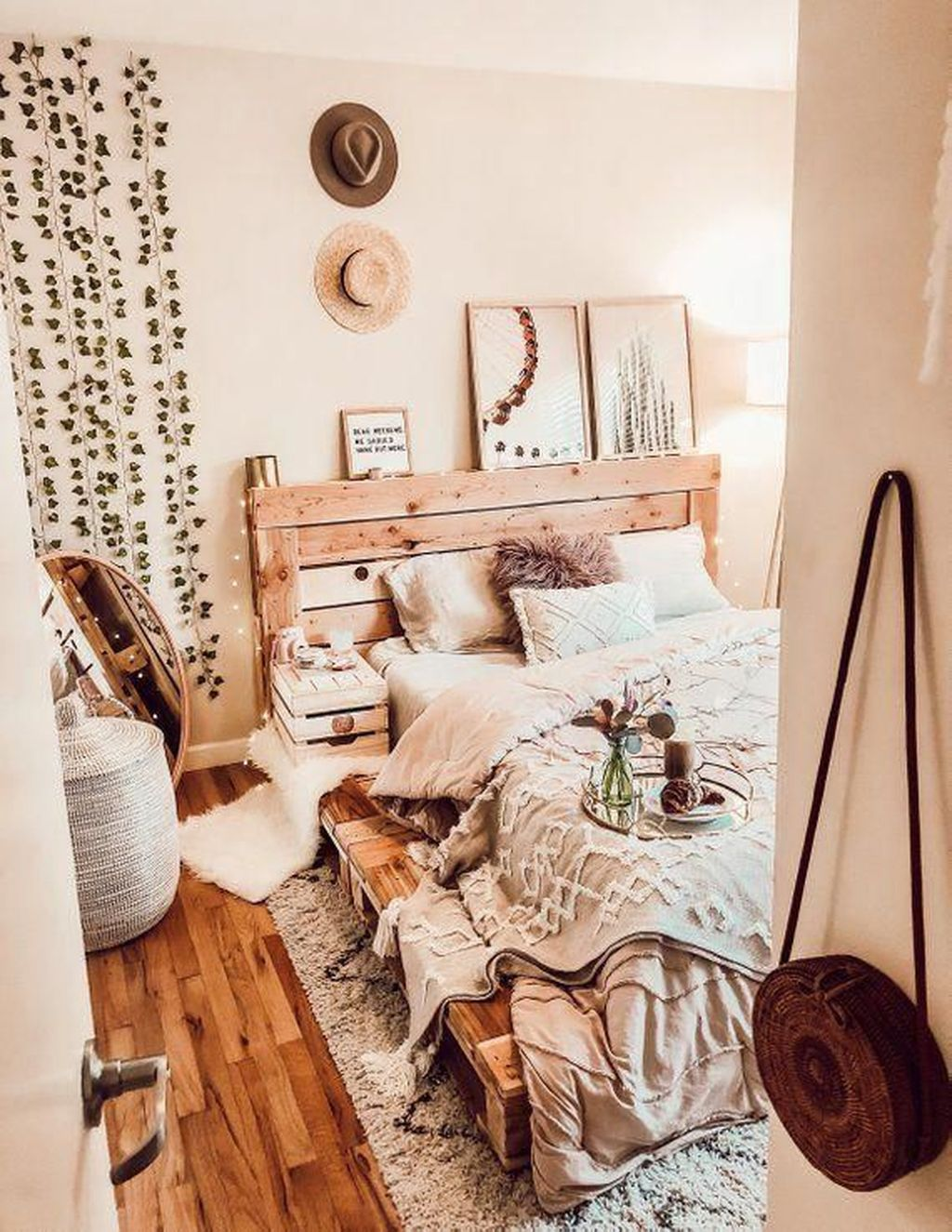 Lovely Attic Bedroom Ideas With Bohemian Style 17
