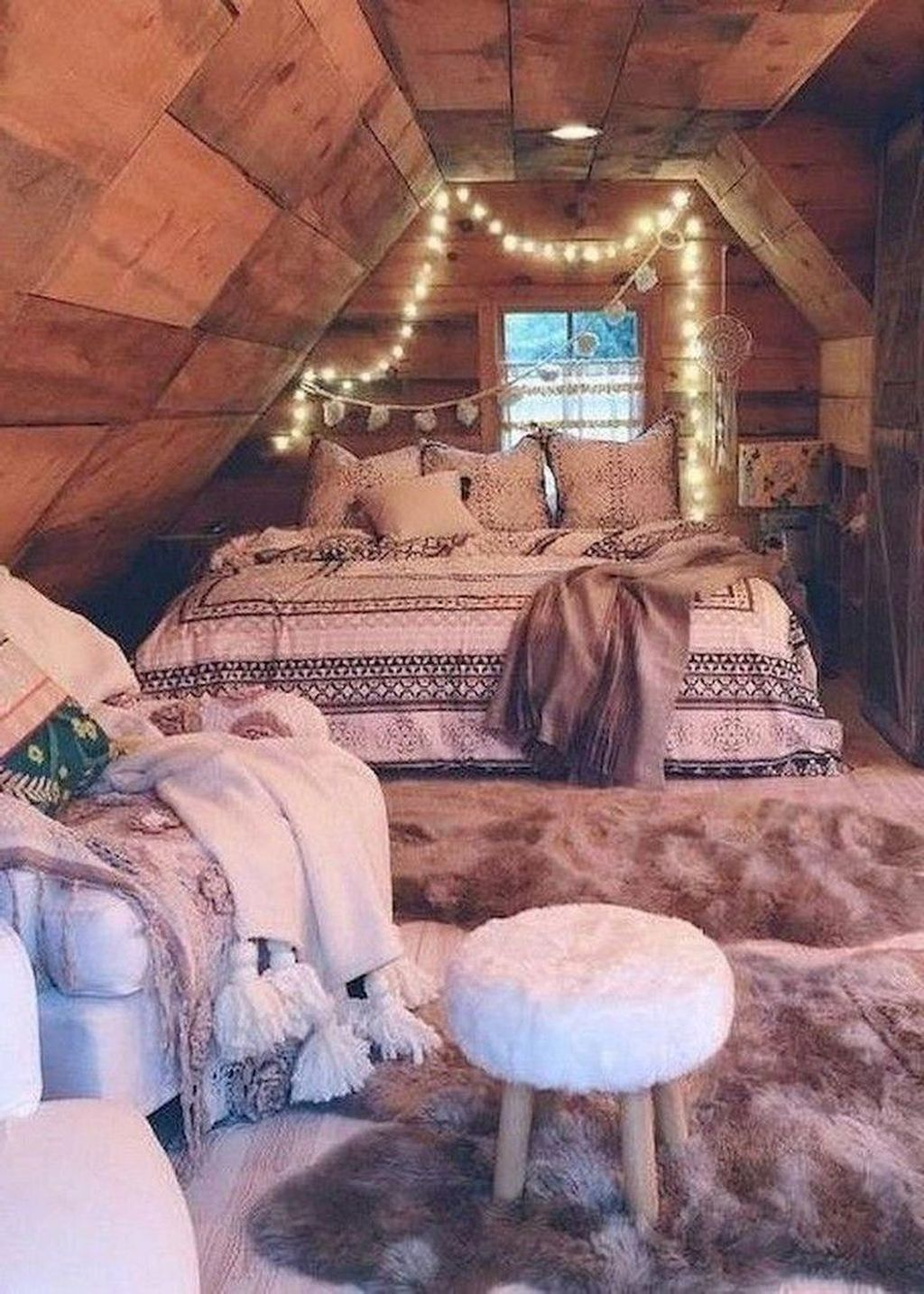 Lovely Attic Bedroom Ideas With Bohemian Style 20