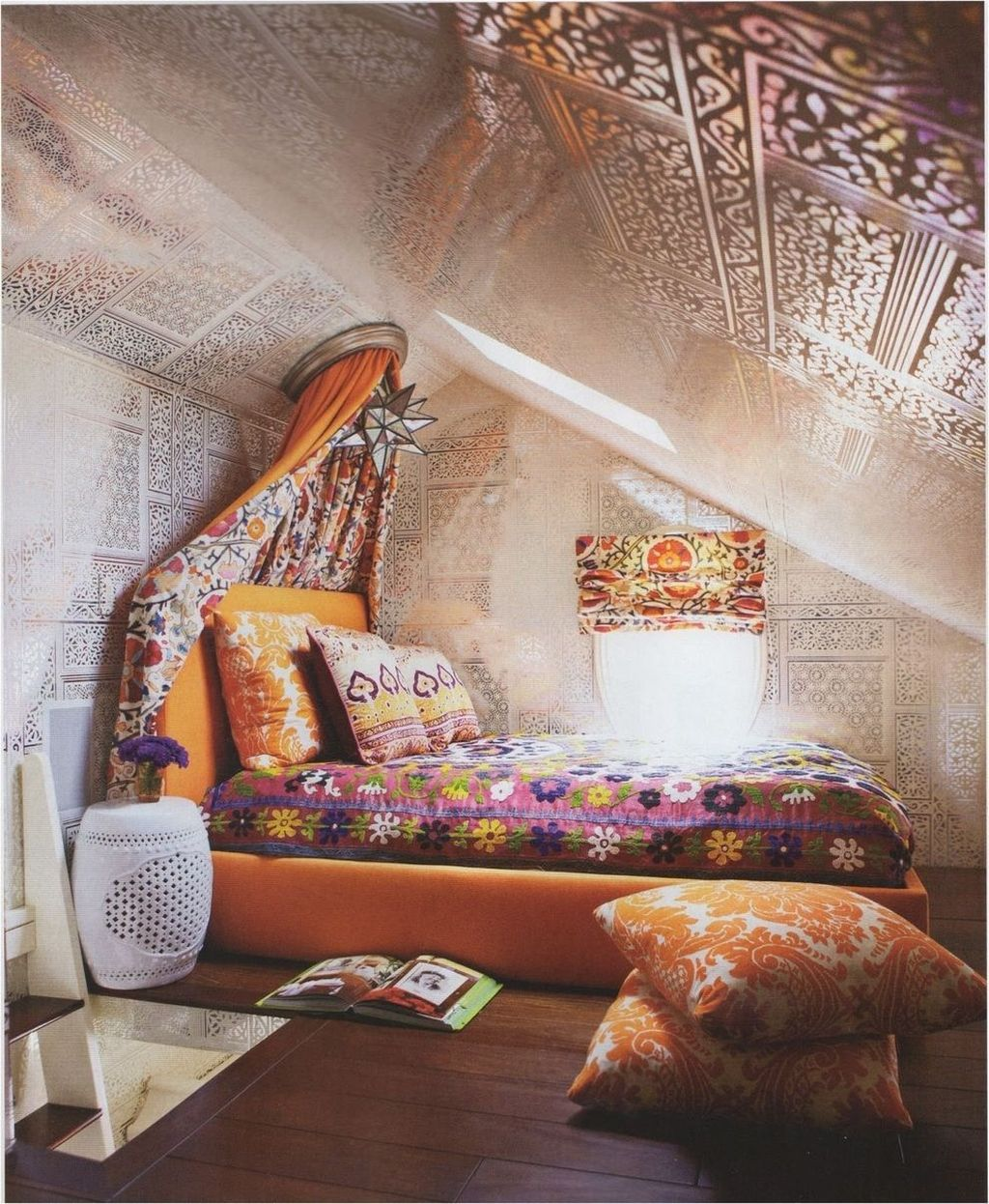 Lovely Attic Bedroom Ideas With Bohemian Style 28