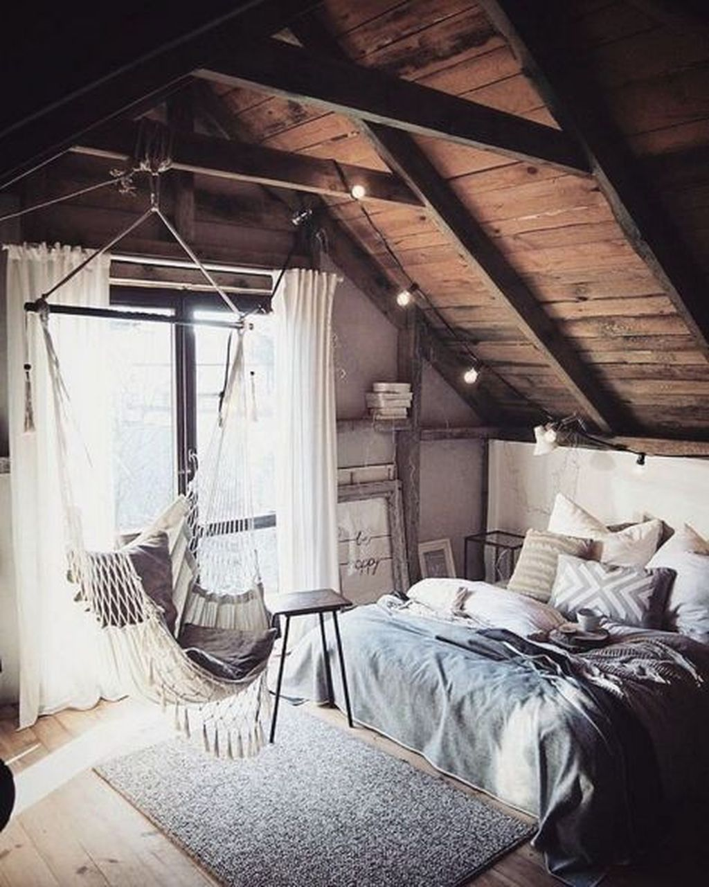 Lovely Attic Bedroom Ideas With Bohemian Style 34