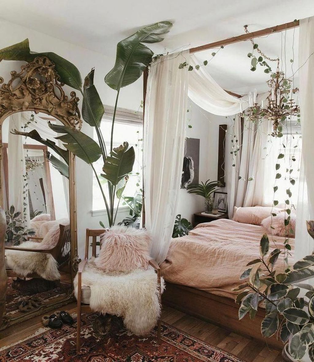 Lovely Attic Bedroom Ideas With Bohemian Style 36
