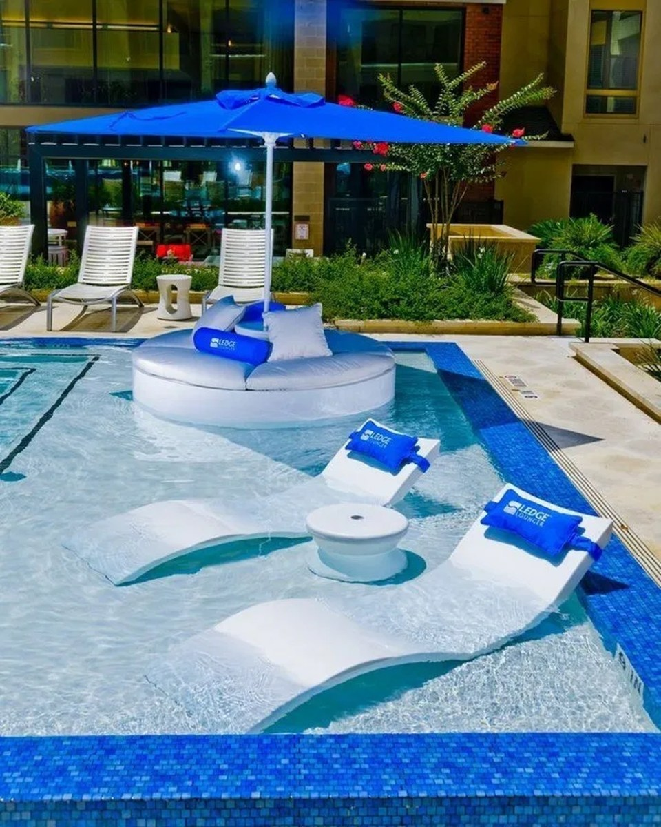 Totally Difference Pool Seating Ideas To Beautify Your Backyard 12