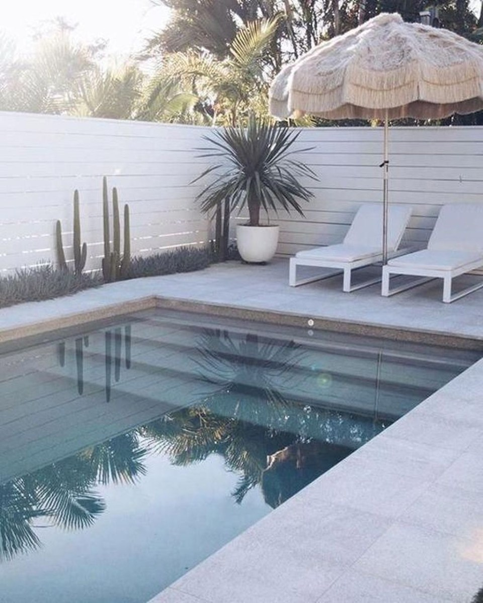 Totally Difference Pool Seating Ideas To Beautify Your Backyard 29